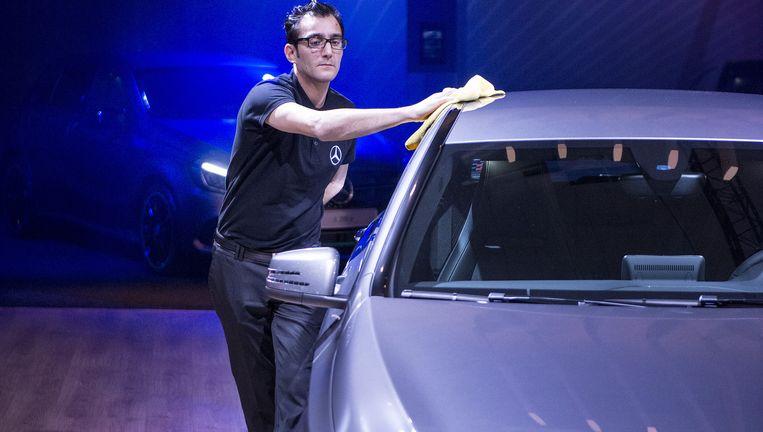 Een wagen op het autosalon, salariswagens zijn weer een hot issue door het voorstel van sp.a. Beeld ERIC DE MILDT