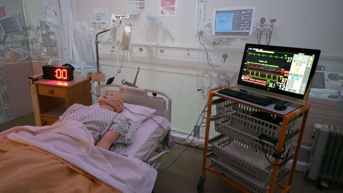 Dinsdagnamiddag kreeg de gesimuleerde patiënt Roger De Clerck (45) een hartstilstand.