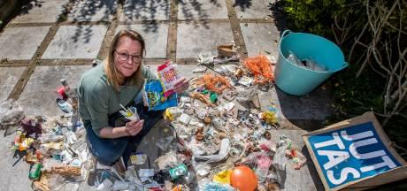 Duin Hoek van Holland ligt vol met afval uit vorige eeuw: 'De houdbaarheidsdatum was 1982'