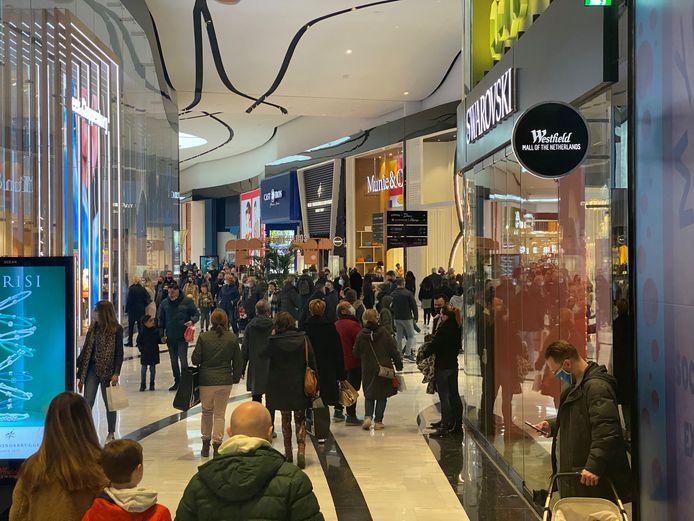 Op sommige plekken in de Mall was het dit weekend moeilijk om afstand van anderen te houden