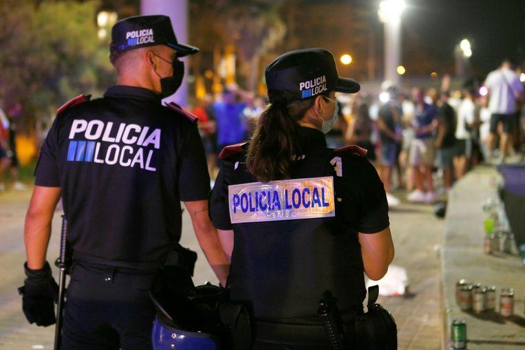 Politie surveilleert op Mallorca. Ook in Spanje is de rechtsorde 'geschokt'.  Beeld REUTERS