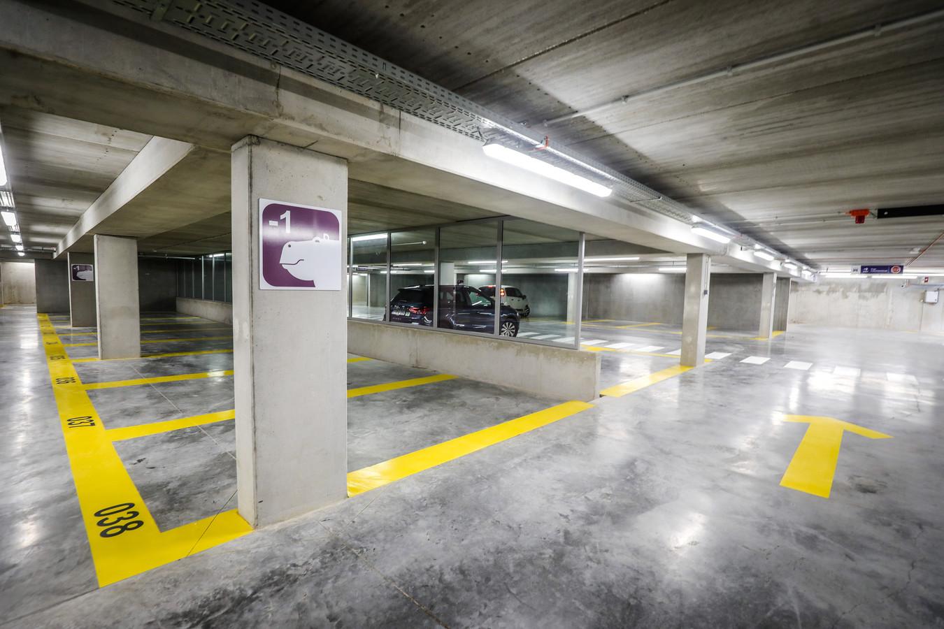 De nieuwe parking in de Ezelstraat opende nog maar recent, maar draait al goed.