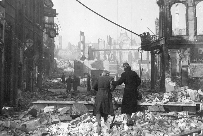 Nijmegen na het bombardement van 22 februari 1944.