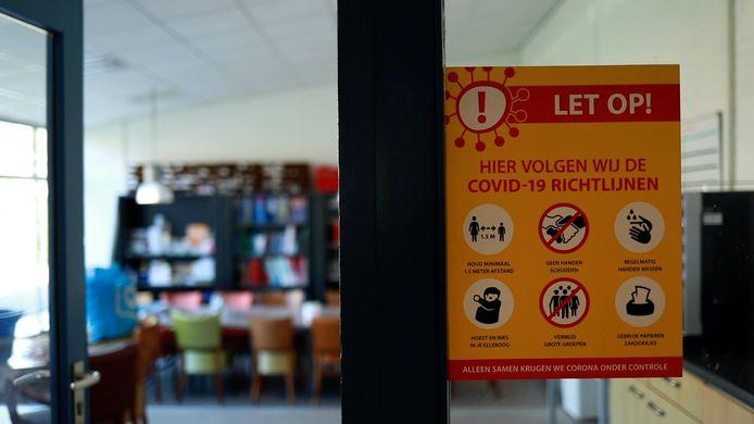 Een poster op een klaslokaal van de 2e Marnixschool in de Utrechtse wijk Oog in Al.