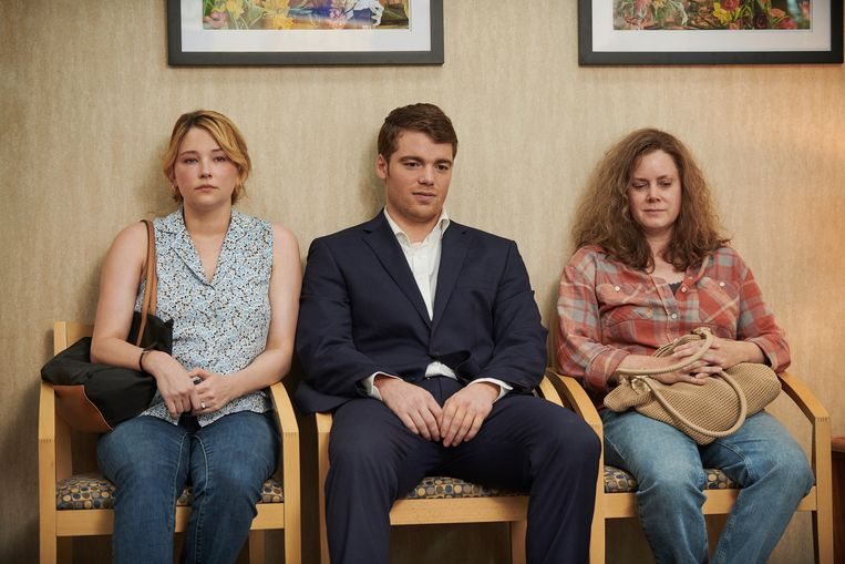 Haley Bennett, Gabriel Basso en Amy Adams in 'Hillbilly Elegy'. Beeld Lacey Terrell/Netflix via AP
