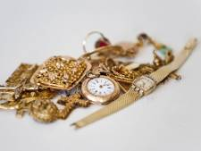 Bejaard stel slachtoffer van babbeltruc: sieraden gestolen