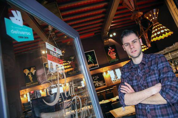Vincent Vermaut van eetcafé Petit Paris is enthousiast over de komst van Deliveroo naar Kortrijk.