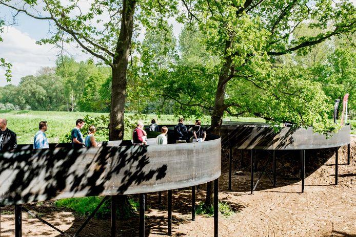 Het nieuwe Demerbaken in Werchter: een 56 meter lang hoogtepad tussen eiken.