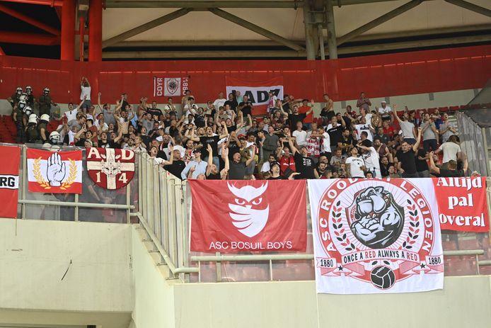 De meegereisde Antwerp-supporters.