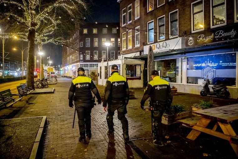 Politie op straat in Rotterdam-Zuid. Beeld ANP