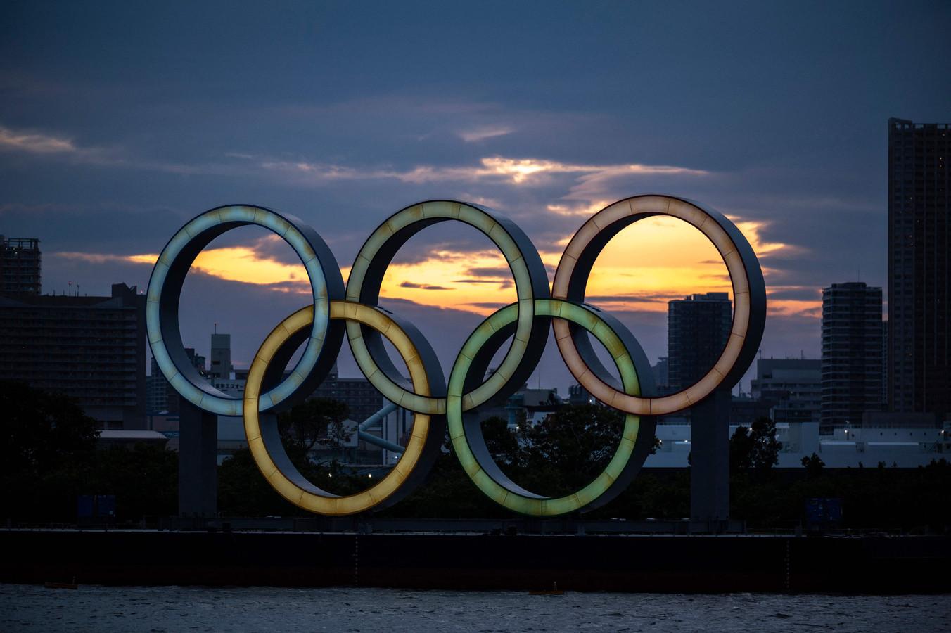 De kenmerkende olympische ringen in Tokio.