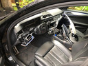 Een BMW die aan de binnenzijde volledig is gestript door dieven.
