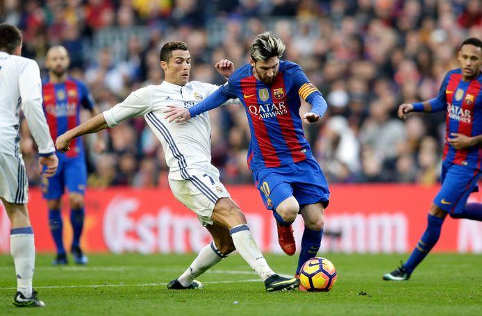 Lionel Messi en Cristiano Ronaldo staan vanavond voor de 36ste keer tegenover elkaar. Messi staat op zestien zeges in onderlinge duels, Ronaldo op tien.