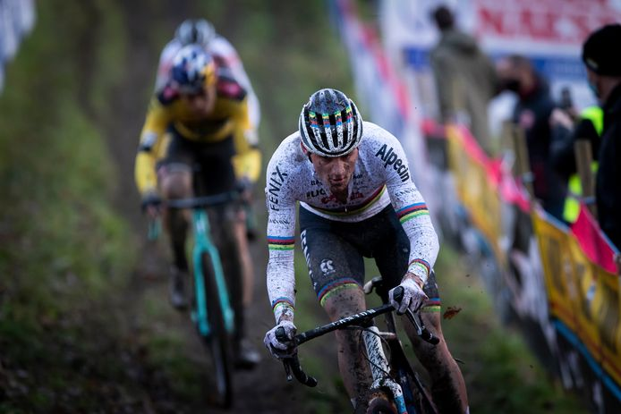 Mathieu Van Der Poel en Wout Van Aert vorige week tijdens de veldrit van Namen.