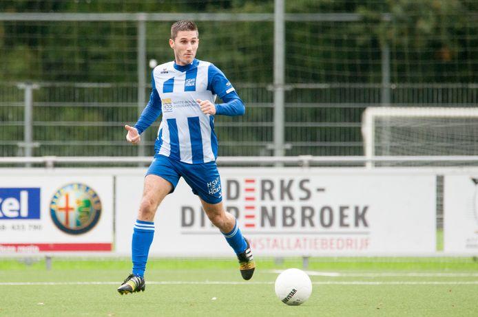 Fabian Wilson namens Hoek in actie tegen Sportlust'46. Het was, op zaterdag 10 oktober 2020, zijn voorlopig laatste wedstrijd voor de derdedivisionist.