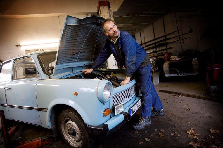 De Trabant uit Oost-Duitsland in een garage in Berlijn. Beeld Daniel Rosenthal