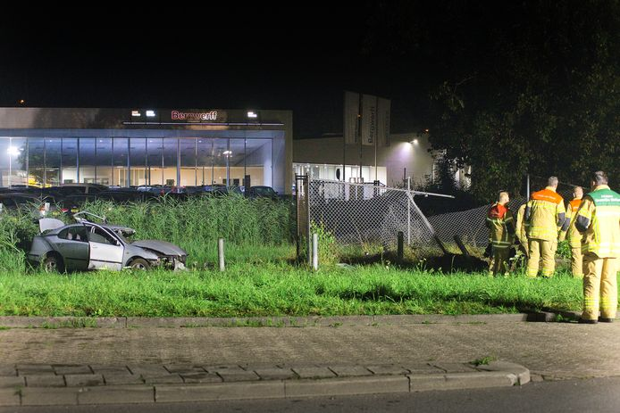 Door de crash ontstond een groot gaslek in het LPG-verdeelstation, dat dient als 'vulpunt' voor een nabijgelegen Texaco-pomp.
