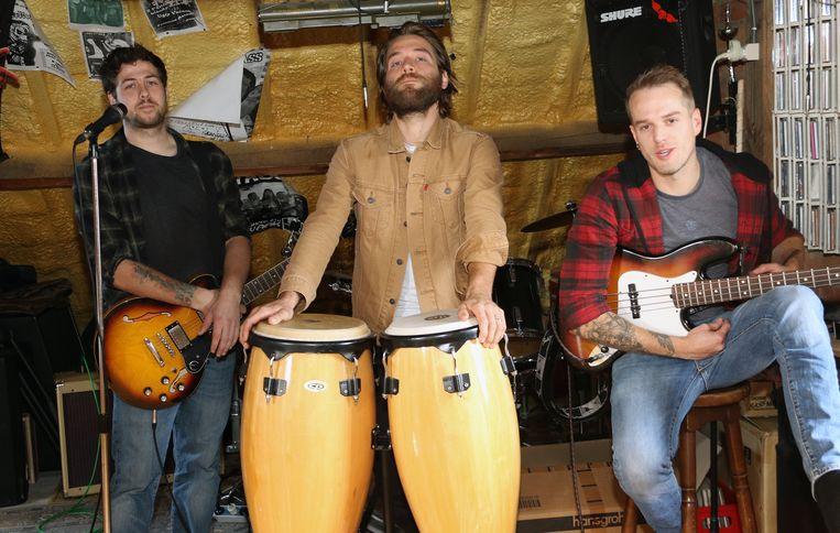 De bandleden van Stone Piler op hun repetitiezolder.