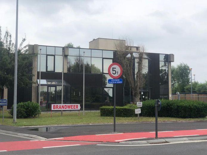 De Tiense brandweerkazerne aan de Diestsesteenweg wordt onderzocht op sporen van PFOS en PFAS.