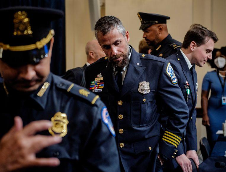 Leden van het politiekorps van Washington na de hoorzitting van 6 januari.  Beeld EPA