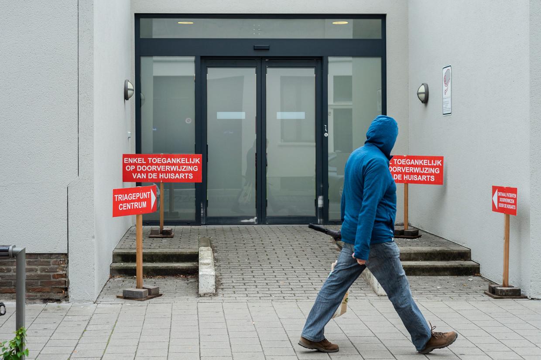 In Antwerpen is beslist om de triageposten te heropenen, nu het aantal besmettingen in de stad weer de hoogte in schieten. Beeld Klaas De Scheirder