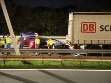 Tesla botst achterop vrachtwagen op A1 bij Eemnes