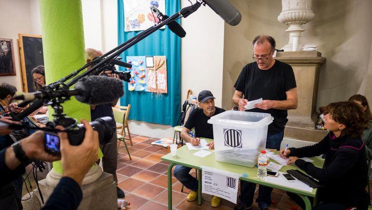 Een stembureau in Barcelona. Beeld anp