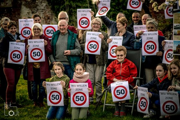 De bewoners van de Heirweg zijn tevreden dat de maximumsnelheid in hun straat verlaagd wordt naar 50 kilometer per uur.