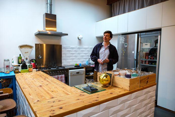Naast zaakvoerder is Jan ook bezieler van sociaal buurthuis en evenementenruimte 't Schoon Vooruitzicht in Borgerhout en is hij leraar.