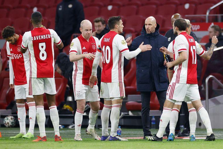 Ajax brengt KNVB in grote problemen als het blijft winnen - Parool.nl