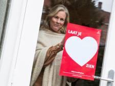 Grote harten achter de ramen in Zutphen, positiviteitscampagne in onrustige coronatijden