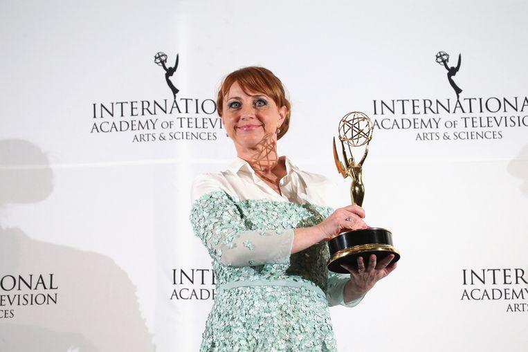 Bianca Krijgsman met haar Emmy. Beeld getty