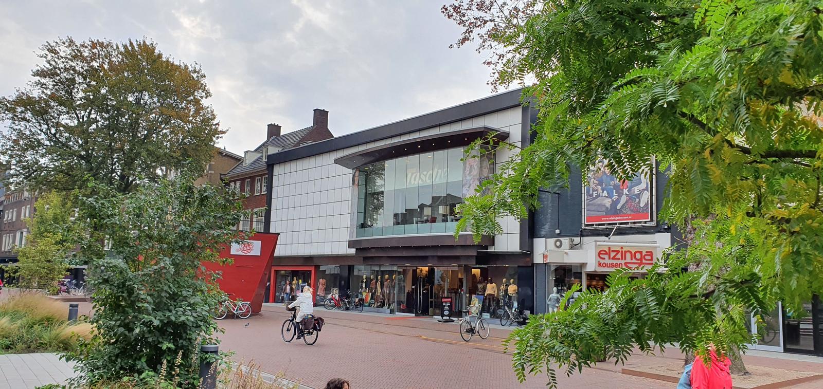 Modehuis Tasche was sinds 1975 prominent aanwezig in de Hengelose binnenstad.