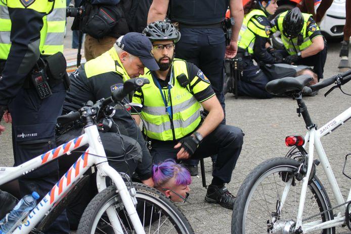 In totaal zijn 8 a 10 mensen aangehouden tijdens de betoging.