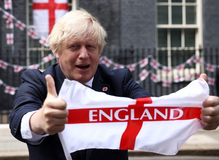 Boris, hier op 10 Downing Street vrijdag, heeft er alle vertrouwen in. Beeld REUTERS