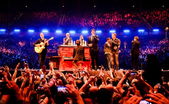 Artiesten treden op tijdens Vrienden van Amstel Live.