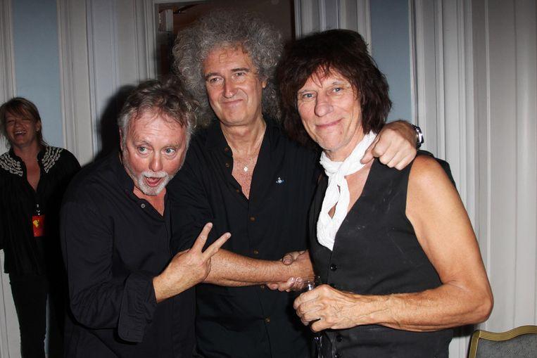 Van links naar rechts: Roger Taylor, Brian May (Queen) en Jeff Beck op de 65ste verjaardag van Freddie Mercury in Londen. Beeld getty