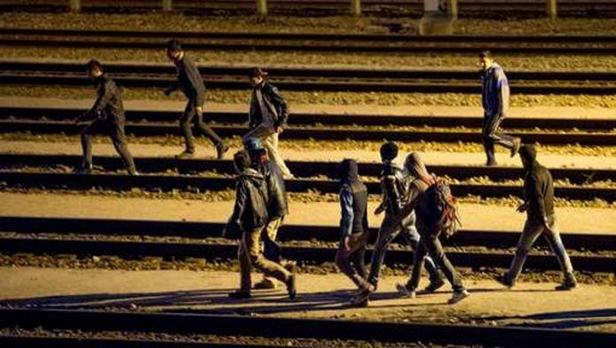 Migranten die Engeland proberen te bereiken via de kanaaltunnel