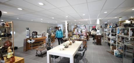 Kringloopwinkel 2J in Heeze na brand weer terug op vertrouwde stek