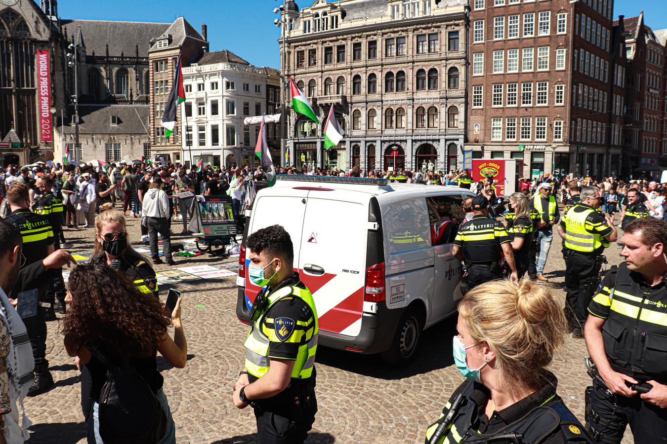 Bij de betoging was veel politie op de been.