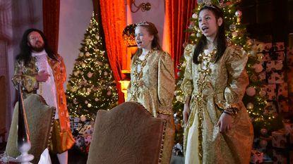 Kerstman viert verjaardag in kasteel