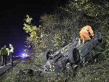 A28 dicht bij Nunspeet nadat auto over de kop slaat