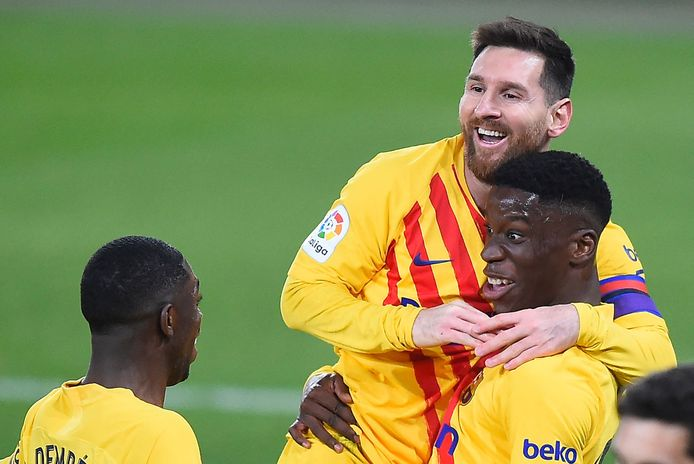 Lionel Messi met de jonge doelpuntenmaker Moriba.
