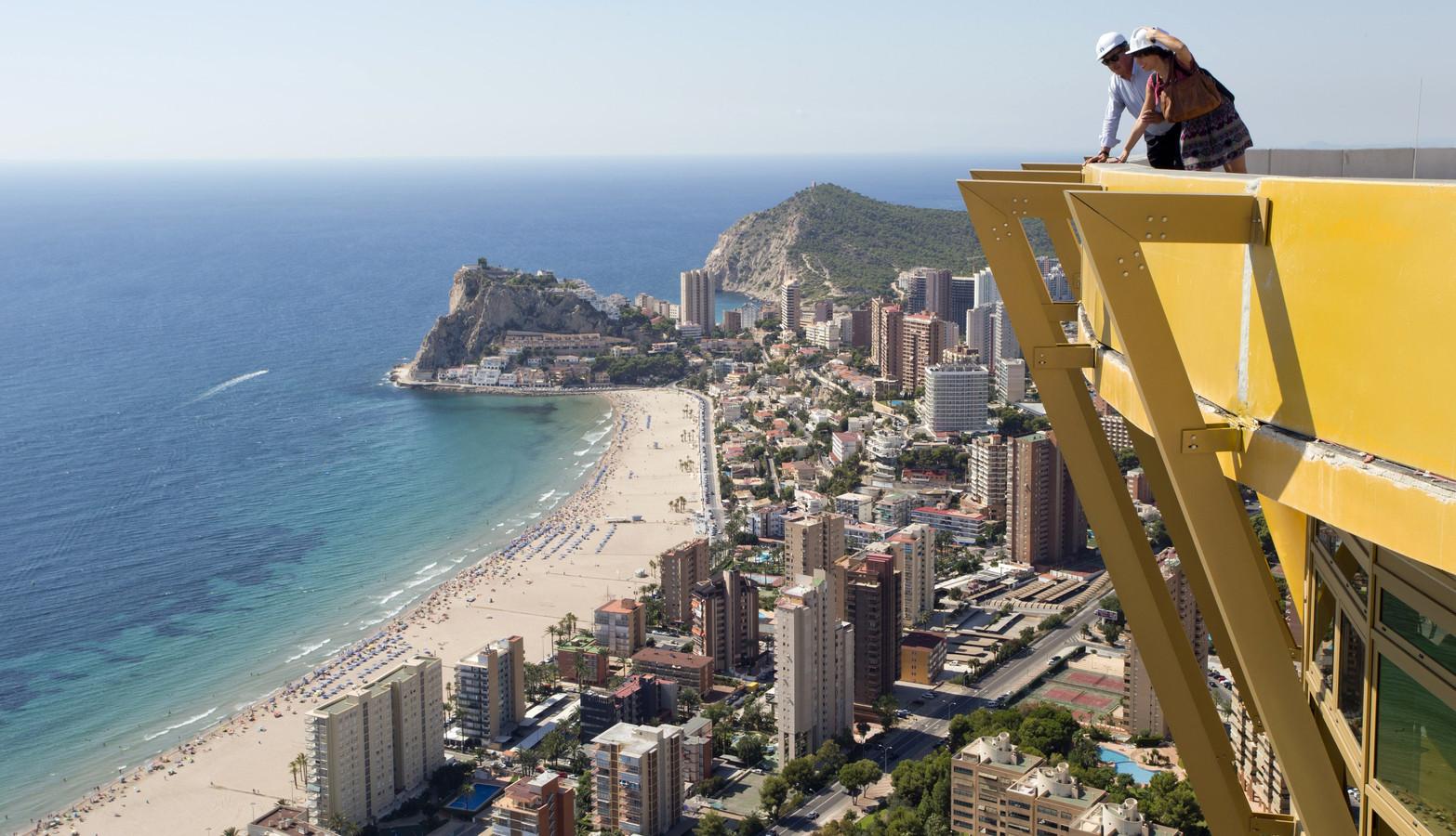 Le complexe culmine à 198 mètres de hauteur.
