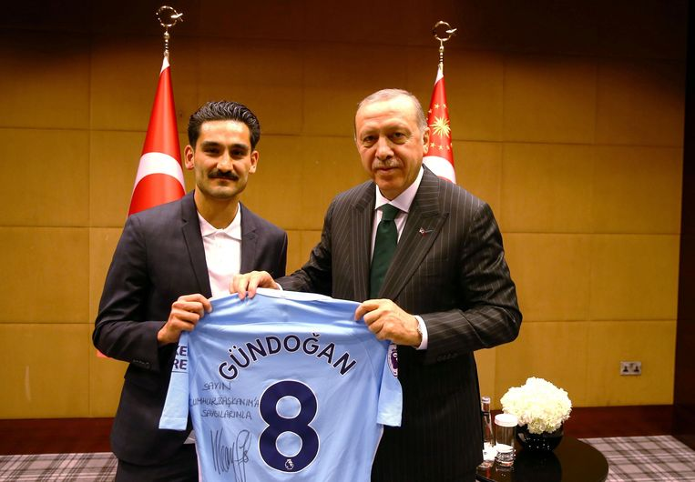 Gündogan en Erdogan. Beeld Photo News