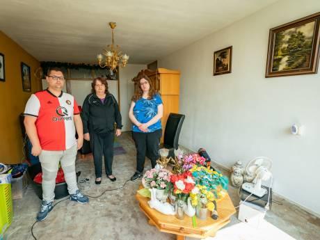 De bovenbuurman van Sylvia lag zeven weken dood in huis en nu zit zij met haar gezin in de problemen