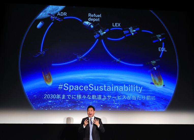 CEO Mitsunobu Okada van Astroscale ontvouwt zijn plannen voor een vuilnisophaaldienst in de ruimte. Beeld BELGAIMAGE
