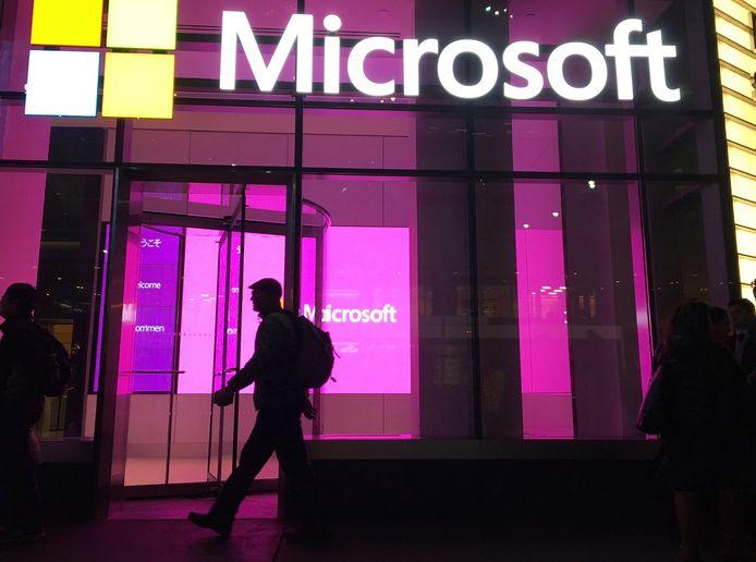 Microsoft zegt de hackers die vorig jaar bedrijven en ministeries in de VS aanvielen opnieuw actief zijn.