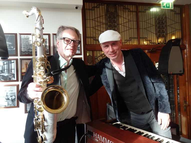 Hammondorganist Bas van Lier (r) komt spelen op zijn eigen inauguratie. Dan neem ik mijn sax mee, zei Hans Dulfer, zelf al jaren ambassadeur. Beeld Schuim