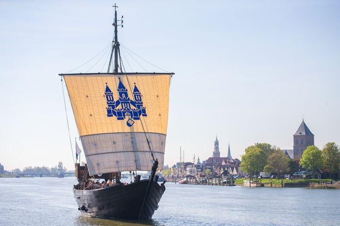 De Kamper Kogge vertrekt vanuit Kampen.